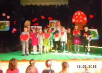 Przedstawienie Walentynkowe - scena z uczniami