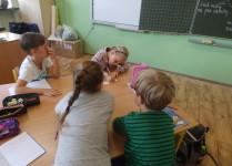 Dzieci podczas pracy w grupach