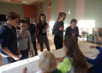 Dzieci podczas głosowania