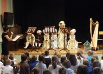 przedstawienie młodych muzyków