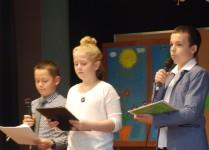 Dzieci prowadzące koncert