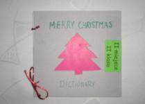 Słowniczek świąteczny, na okładce rożowa choinka