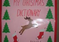 słowniczek świąteczny, na okładce skaczący renifer, choinki i skarpetki