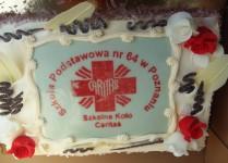 Tort z logo Caritas
