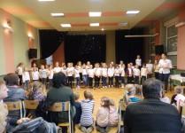 Aula szkoły. Występ dzieci z Muzykowa
