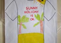 """Na obrazku dwie palmy na piasku, słońce w ciemych okularach i napis """"Sunny holiday is ok"""""""