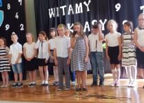 uczniowie z klasy 3d podczas recytacji wierszy
