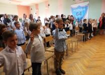 Uczniowie klas pierwszych podczas ślubowania