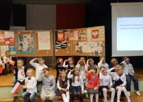 Dzieci z Muzykowa podczas śpiewania
