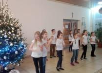 """Dziewczynki z """"Muzykowa"""" tańczą i śpiewają"""