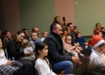 Słuchacze zgromadzeni w auli szkoły