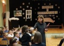 Dzieci odpowiadające na pytania dotyczące bezpieczeństwa