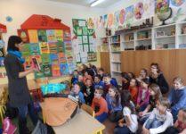 Dzieci słuchające opowiadania