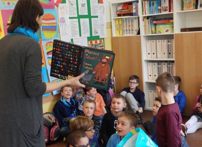 Dzieci biorące udział w warsztatach