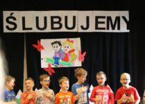 uczniowie klasy 3e podczas występu