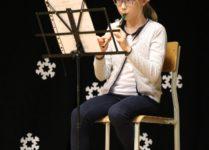 dziewczynka grająca na flażolecie