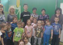 Organizatorzy turnieju wraz z dziećmi