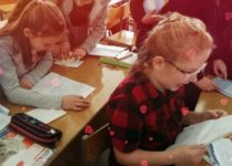 DZieci z Ukrainy czytają listy