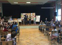 Uczniowie podczas spotkania z autorem