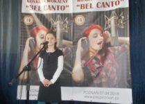 dziewczynka podczas występu