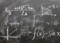 Tęga głowa - tablica zapisana wzorami matematycznymi