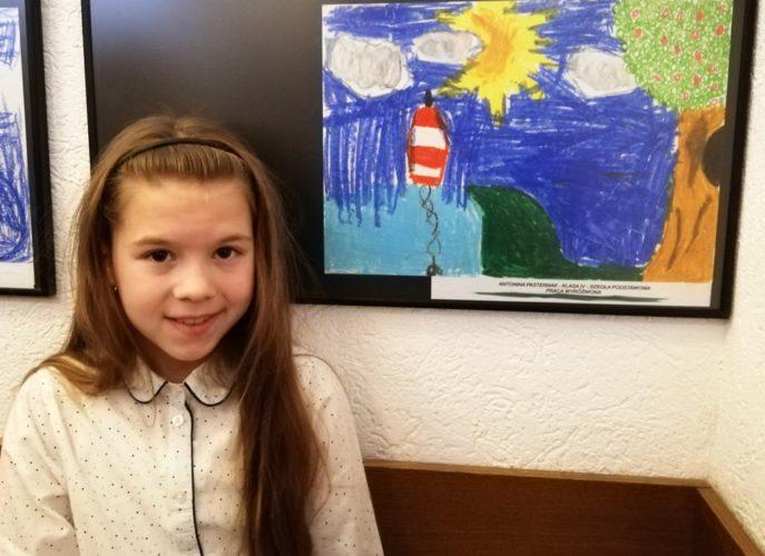 laureatka konkursu wraz ze swoją pracą