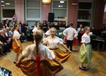 dzieci tańczące mazura