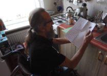 p. Andrzej czytający listy od uczniów